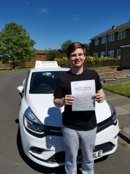 A Great drive from Will Rutherford! He's just passed his test with his driving instructor Rob Stephenson, and only 4 minors! Well done...