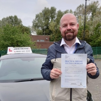 All smiles from Seamus O'Donnell today, he's just shamed his test first time woth our instructor @stevorob72 Rob Stephenson with only 5 minors! Well done 👏...