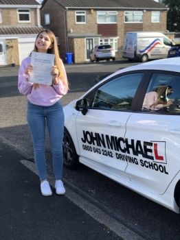 AMAZING Driving from Niamh Sheret!! she's just smashed 🥊🥊 her driving test at the first attempt today!  😀 with me!! Well done Niamh!!...