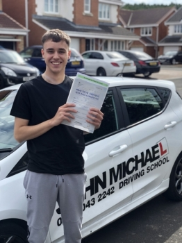 AMAZING Driving from Sam today!! He's just smashed 🥊🥊 his driving test at the first attempt today and only 3 minors 😀 with me!!...